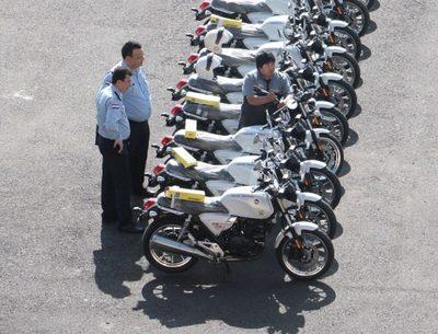 LA POLICÍA NACIONAL TENDRÁ 100 MOTOCICLETAS Y 35 CAMIONETAS NUEVAS ADQUIRIDAS POR LA EBY
