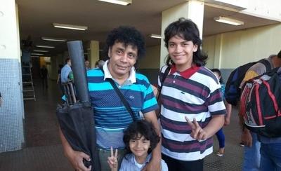 HOY / El 'Michael Jackson' paraguayo promete show a peregrinantes: 'Que se preparen en el Km 45'