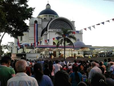 Crece afluencia de gente en Caacupé