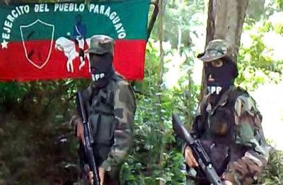EPP quema avionetas, camión y pala cargadora de colono brasileño