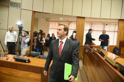 López Moreira niega conocer actividades comerciales de Messer