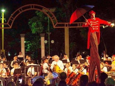 Sonidos sinfónicos,  clown y música de cámara, en sitios de Asunción