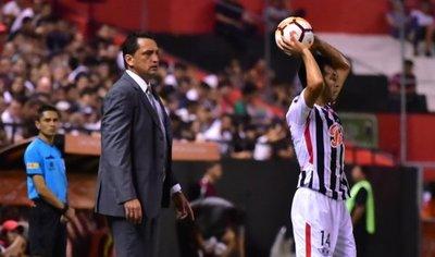 El triunfo es puro mérito de los jugadores, dice Bobadilla
