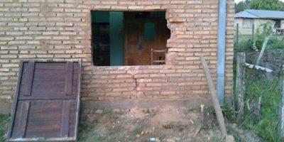 Arrancan ventana de una casa de Itape Para Robar