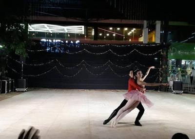 "Bailarines presentaron la  obra clásica ""Cascanueces"""