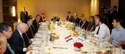 Fotos oficiales demuestran que Messer conformó el primer anillo del Gobierno