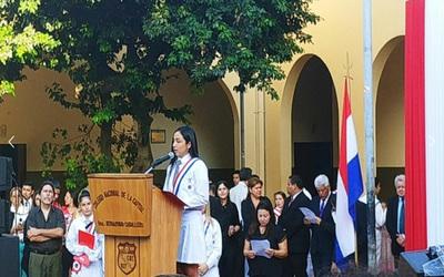 Mejor egresada pidió a sus compañeros que no se conviertan en políticos corruptos