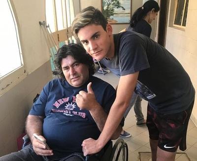 Richart Báez abandona el hospital