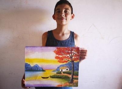 Con su arte, adolescente ayuda a su madre en el sustento del hogar