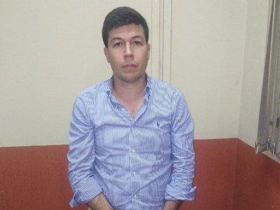 Detienen a presunto estafador en Asunción