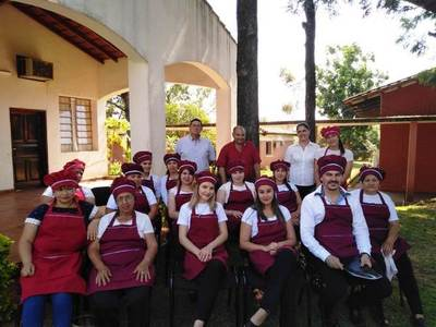 CNEL. BOGADO: REALIZAN CLAUSURA DE CURSO DEL SNPP SOBRE ELABORACIÓN DE BOCADITOS