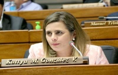 Kattya González ratifica confianza en la labor de la interventora del municipio de Ciudad del Este