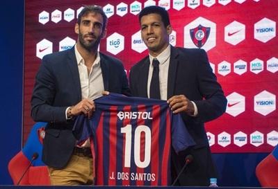 Julio Dos Santos es presentado como primer refuerzo de Cerro