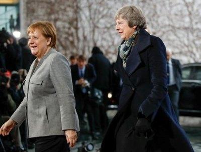 Theresa May busca en Bruselas un salvavidas para el Brexit