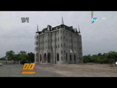 Heraldos construyen majestuoso templo