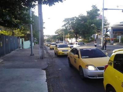 Taxistas se movilizan rumbo a Asunción