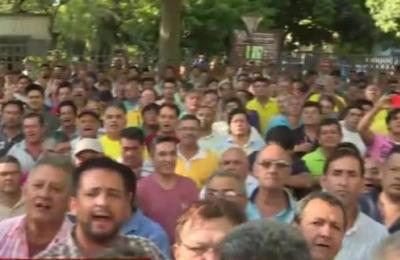 Taxistas exigen que la prensa se retire del Palacio de justicia