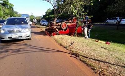 Conductor fallece tras vuelco de vehículo