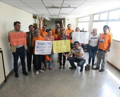Escrachadores piden que OGD vaya a Tacumbú