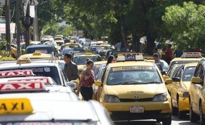HOY / Jueza rechaza medida cautelar pero convoca a taxistas y muvers