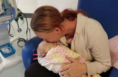 Bebé falleció luego que le dieran un beso