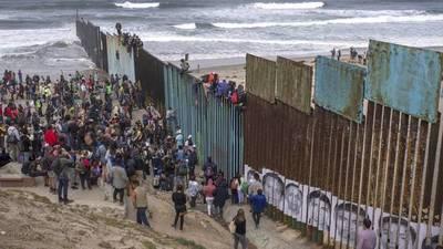 Muere deshidratada una niña detenida por intentar cruzar la frontera de EEUU