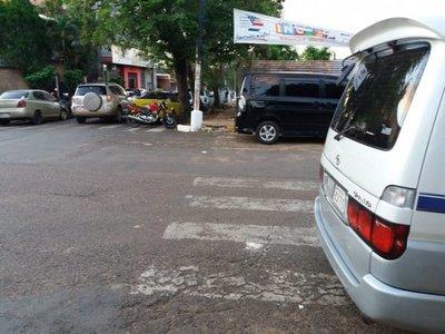 No respetan franjas peatonales
