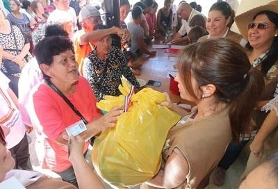Primera Dama asiste a damnificados de lejana localidad del Chaco