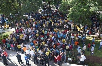 Caótico y violento enjambre amarillo presentó ayer amparo contra MUV