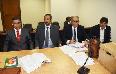 Fiscalía pide penas de 4 y 8 años para excomandante y suboficial