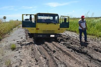 Poblaciones aisladas exigen apoyo para mejorar caminos