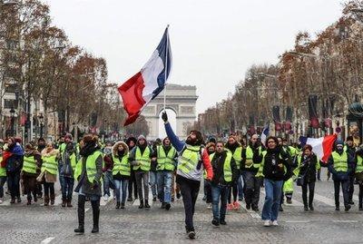 """Más detenidos en protestas de """"chalecos amarillos"""""""