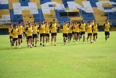 Futbolistas de Luqueño se manifiestan para cobrar