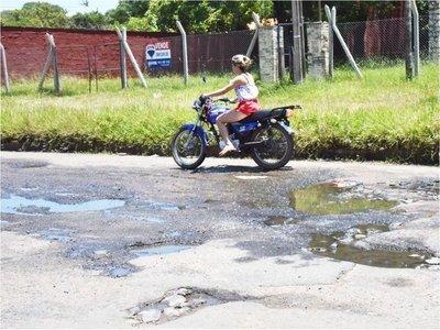 Zona de nadie: Calles rotas y playas olvidadas en sector de Itá Enramada