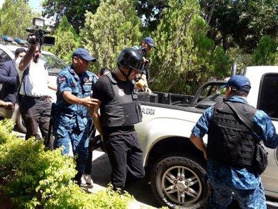 Desde esta tarde, Cucho guarda reclusión en Tacumbú