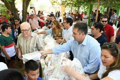 Asisten con alimentos a familias afectadas por la riada en Alberdi