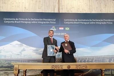 Abdo Benítez destaca importancia de puentes durante firma de acuerdo