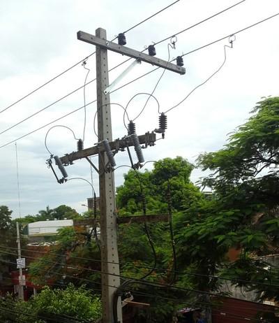 Varios barrios sufren corte de energía o baja tensión