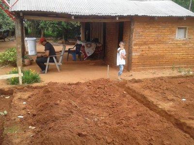 Construyen una casa al pequeño Thiago