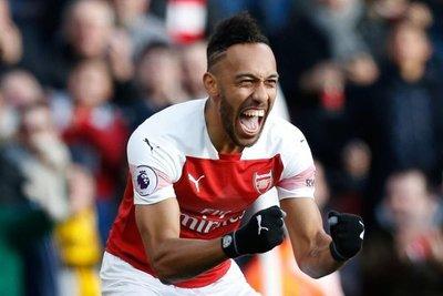 Aubameyang guía al Arsenal