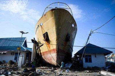 Indonesia: video muestra el momento en que tsunami arrasa un concierto