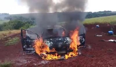 Ocupantes de un vehículo logran salvarse luego de que el rodado se incendiara