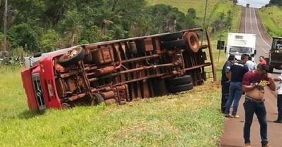 Camión con evidencias incautadas sufre accidente
