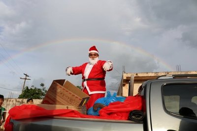 ¡Llegó Papá Noel a Salto del Guairá!