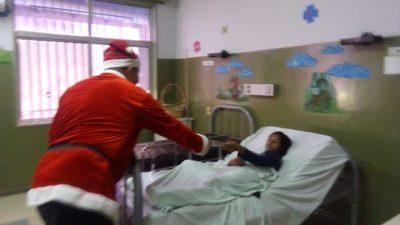 Sexto año que papá Noel se viste de bombero