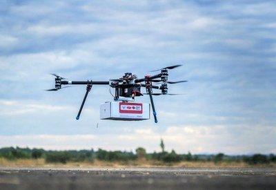 Usan drones comerciales para distribuir vacunas