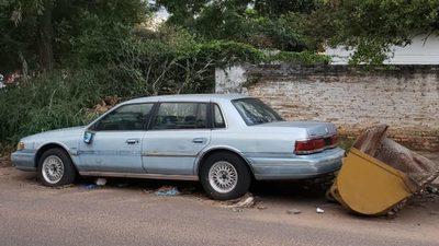 Pide que se retire auto abandonado en el barrio Florida