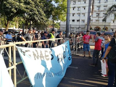 Reportan incidentes en manifestación de estudiantes contra el SMO