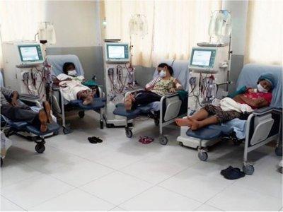 Pacientes del IPS CDE y Caaguazú temen quedarse sin   hemodiálisis