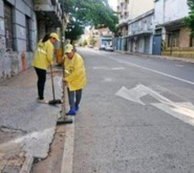 Intenso trabajo de Aseo Urbano para dejar limpia la capital
